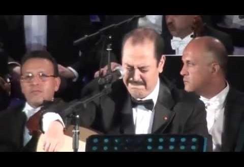 فيديو: الفنان لطفي بوشناق يبكي خلال أدائه اغنية أنا المواطن