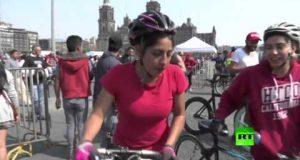 بالفيديو.. دراجة هوائية عملاقة من أجساد البشر